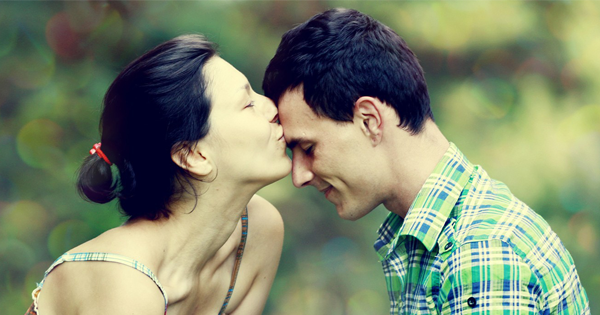 5 Reasons You to Kiss your partner